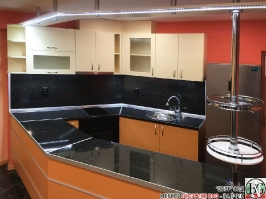 K013 - Разчупена кухня с барплот, Слонова кост, Оранж пастел_13