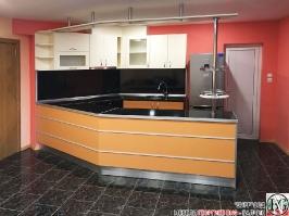 K013 - Разчупена кухня с барплот, Слонова кост, Оранж пастел_3