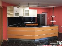K013 - Разчупена кухня с барплот, Слонова кост, Оранж пастел_4