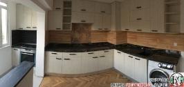 K011 - Кухня: White Coastland Oak, Мрамор лаурент и гранит Black Cosmos_1
