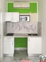 K017 - Малка и компактна кухня: Бяло и Венато гланц
